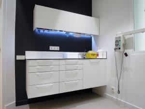 mobiliario gabinete pared gris