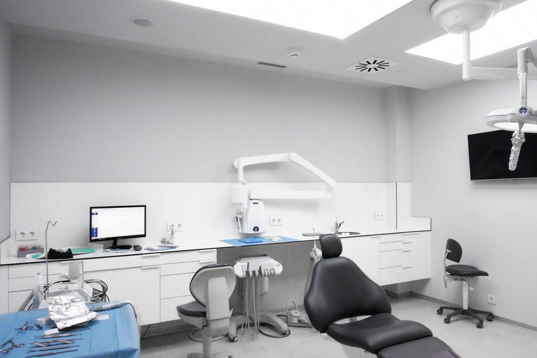 mobiliario clinico susendido 02