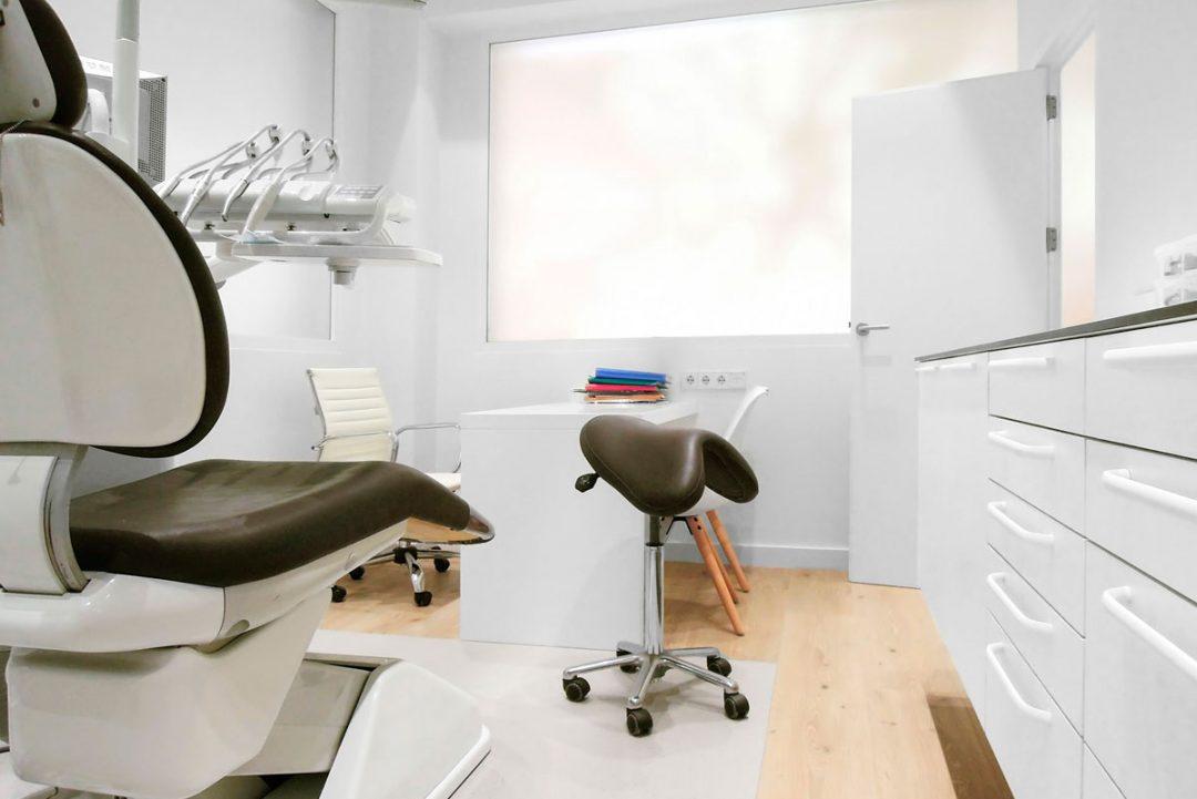 mobiliario clinico susendido 03